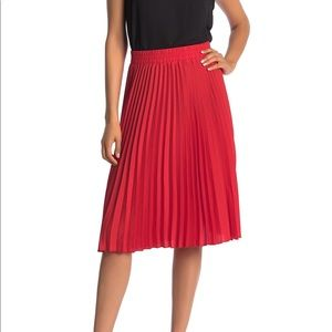 NWT T Tahari Woven Pleated Skirt Red XL